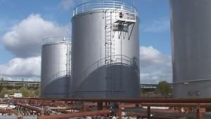 В Гатчинском районе выявили нелегальный завод по переработке похищенных нефтепродуктов