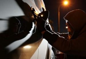 В Гатчине угнали авто почти за 2 млн